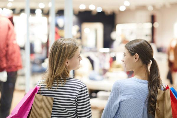 英語 女性服売り場は何階ですか?