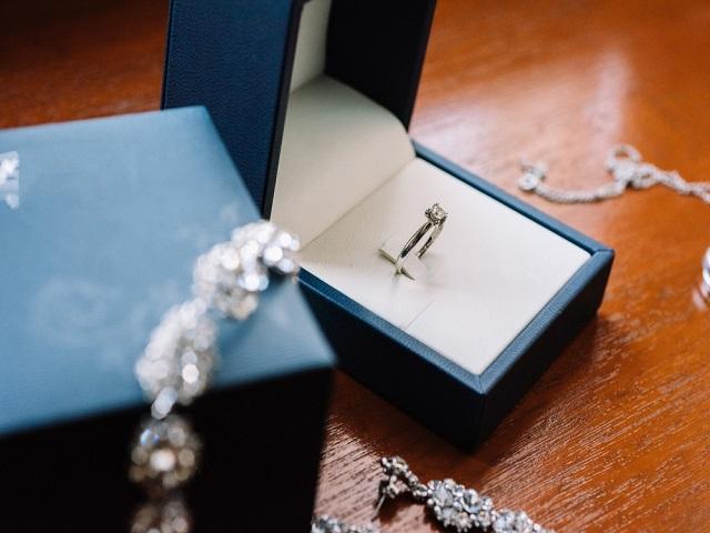 簡単 ネイティブ発音 i see a lot of famous jewelry